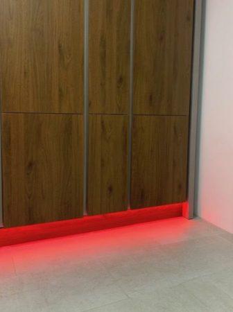 Lichtbild des RGB+CCT LED-Lichtbandes Farbe Rot